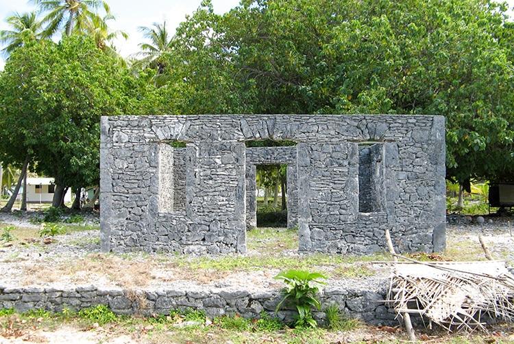 Maison en pierres pres de la darse de Hititake à Amanu