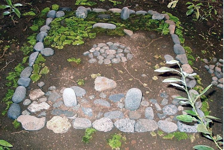 Marae Piihoro, Arue Tahiti. photo Antonio