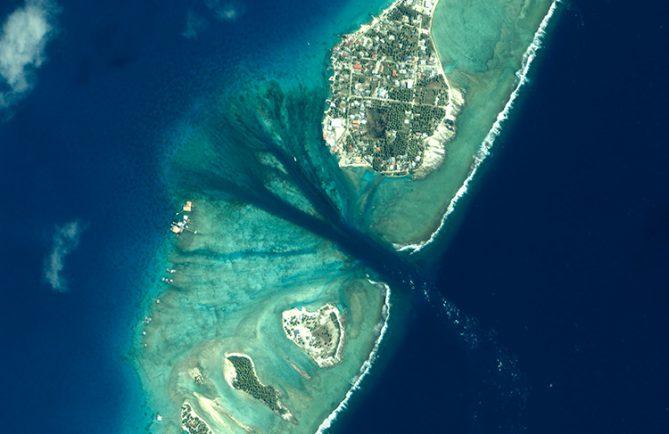 Village et passe de l'atoll de Arutua