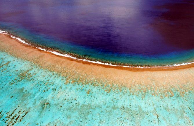 Rivage de Bora Bora, vu d'un cerf-volant. Photo Pierre Lesage