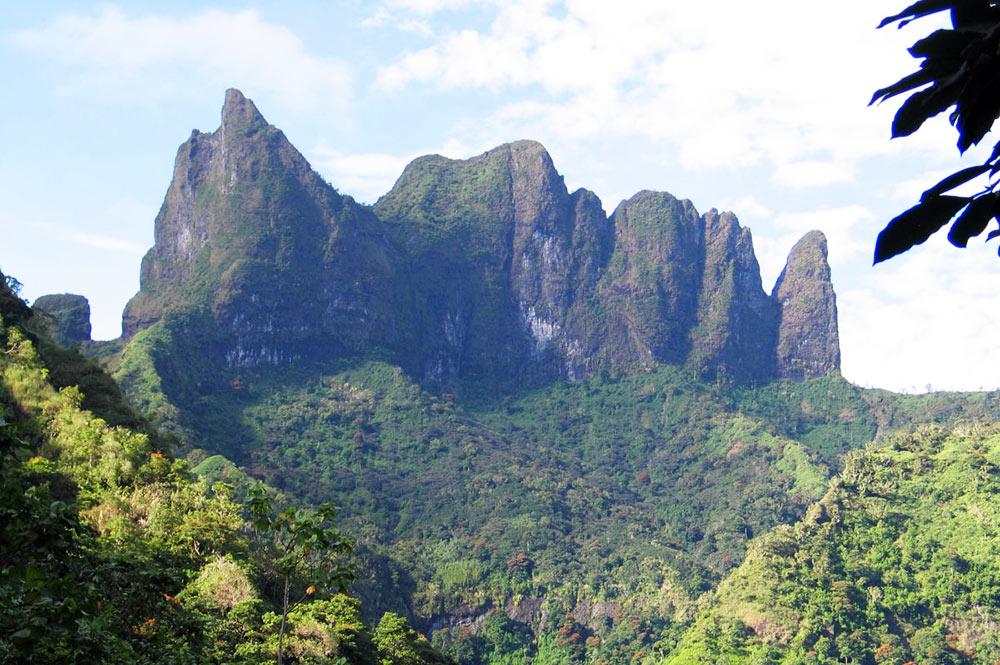 Le diadème de Tahiti, vu de la vallée de Fautaua