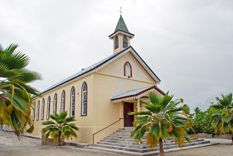 Eglise Saint-Athanas de Fakahina © Tahiti Heritage