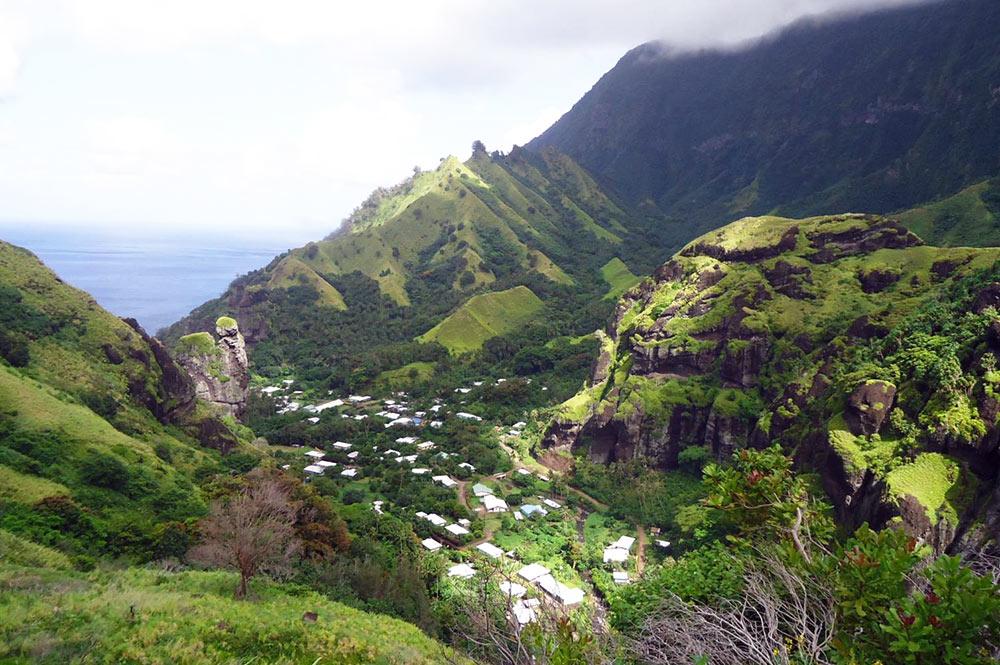 Village de Hanavave, coté montagne, à Fatu Hiva