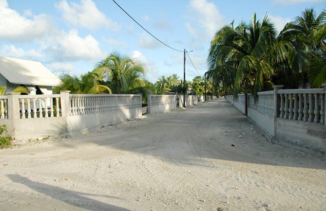 Village de Hikueru, avec ses murs