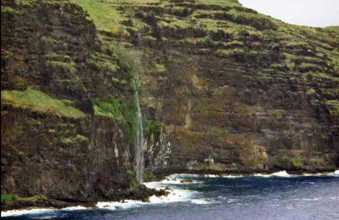 Cascade de Vaieetevai, à Hanaiapa. Photo Jean Sancourt