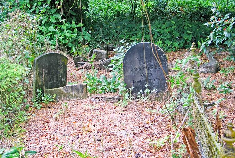 Tombe du conchyliologiste Andrew Garrett