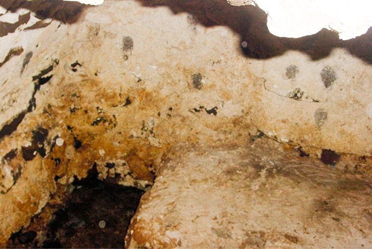 Caveau de la cathédrale Saint-Michel de Rikitea