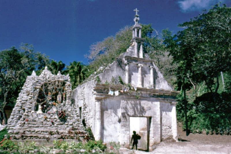 Chapelle Saint-Michel du cimetière de Rikitea, Photo Laurent Jamin
