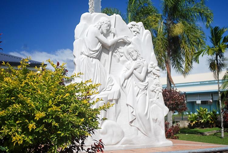 Sculpture de l'église Saint Jean-Baptiste de Mataiea © Tahiti Heritage