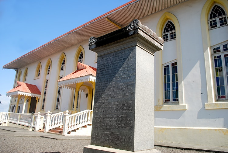 ombe de Dorence Atwater, héros de la guerre de sécession, au temple de Papara, Tahiti