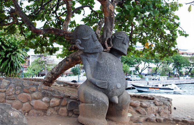Tiki à deux têtes du square Temarii a Tai, à Papeete