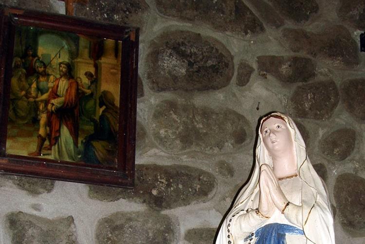 Sainte-Vierge de l'église d'Hapatoni à Tahuata Photo Heidy