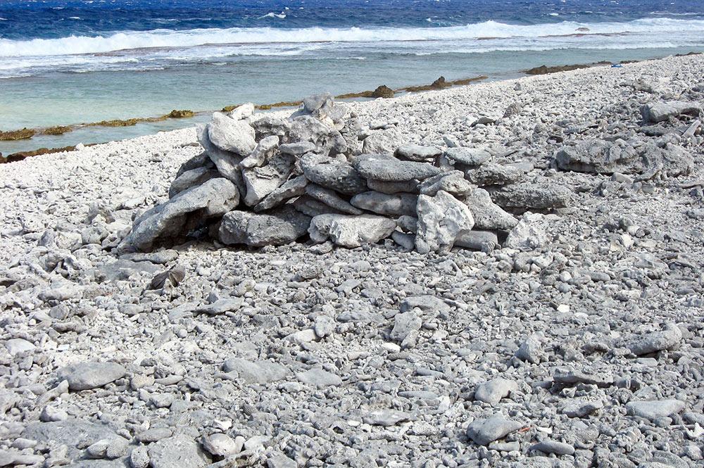 Chemin des pêcheurs de la pointe Kai-kaveu à Tureia. Photo Christine Aratino 2010