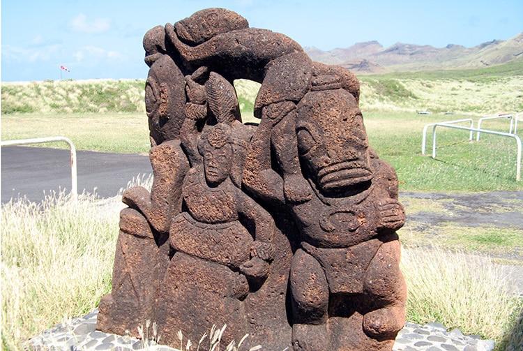 Sculpture Te Apuu de l'aéroport de Ua Huka