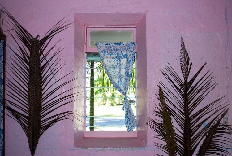 Fenêtre de la mairie de Kauehi.