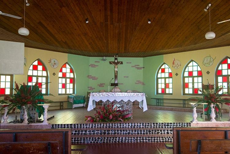 Autel de l'église de Faaone, Tahiti © Tahiti Heritage