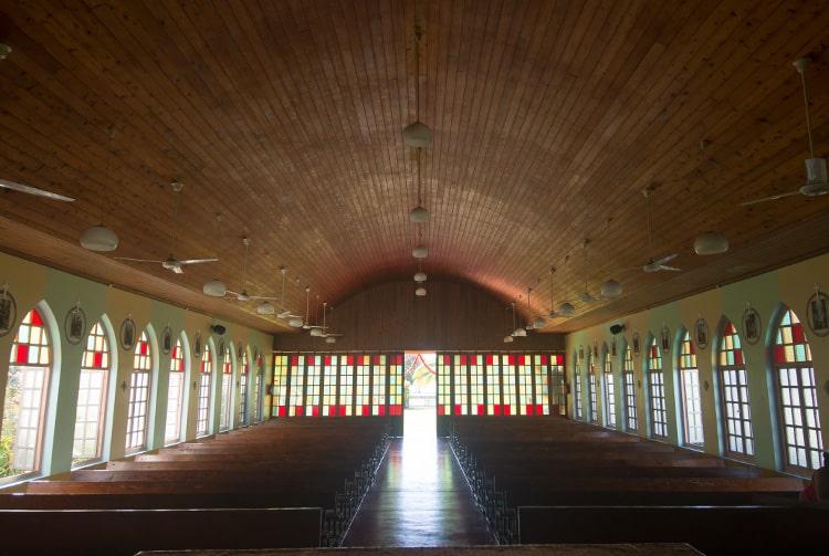 Intérieur de l'église de Faaone, Tahiti © Tahiti Heritage
