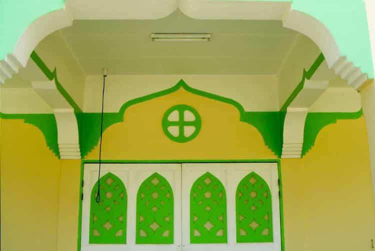 Porche de l'église catholique de Mataiva