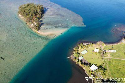 Tunnel sous-marin Rautirare situé entre la pointe et le motu Poruu de Mataeia, Tahiti. Photo Raihei Tapeta