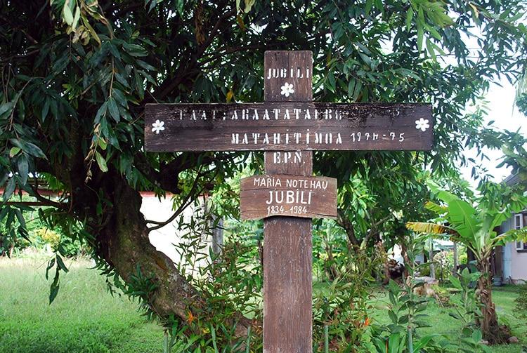 Ancienne croix des espagnols à Tautira en 2004 ©Tahiti Heritage