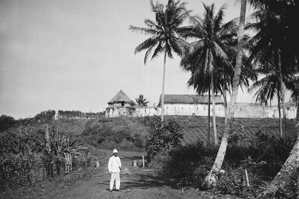Fort de Taravao, Tahiti, en 1899. Photo Lemasson.