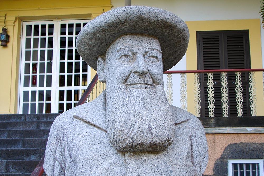 Buste de Victor Chalon, Evêché de Papeete.