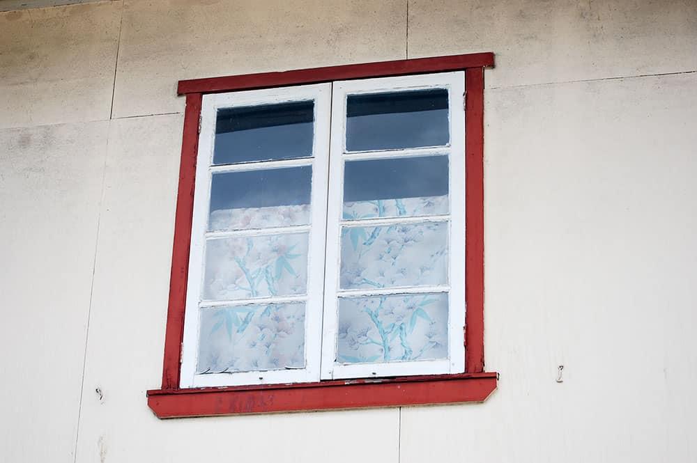 Fenêtre de la vieille menuiserie Chung Sing © Tahiti Heritage