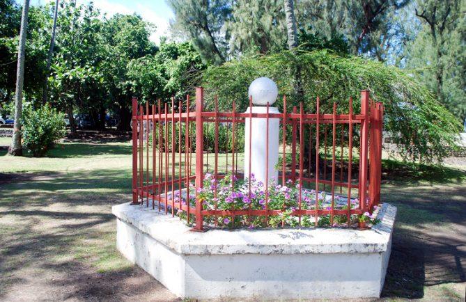 Monument de Cook, pointe Vénus à Mahina, Tahiti