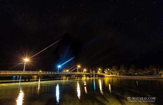 Pont de Mataiva de nuit. Photo Matarai