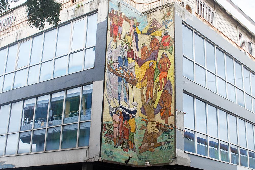 Fresque sur La Bounty par Ravello, immeuble Normann hall à Papeete