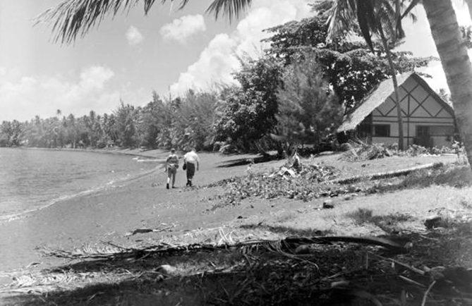 Plage du Royal Tahitian à Taaone, Pirae en 1952