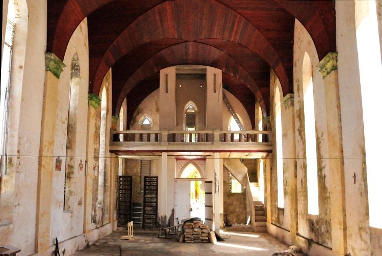 L'église de Hikueru pendant les travaux de restauration