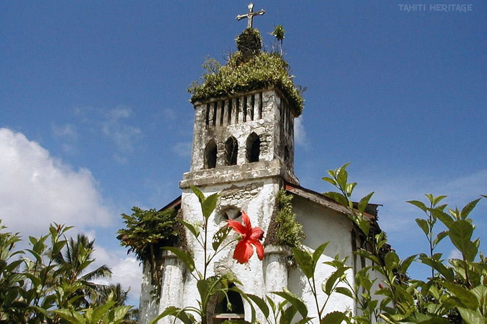 L'église du Sacré cœur de Hitiaa en 1998. Photo Victor Babin