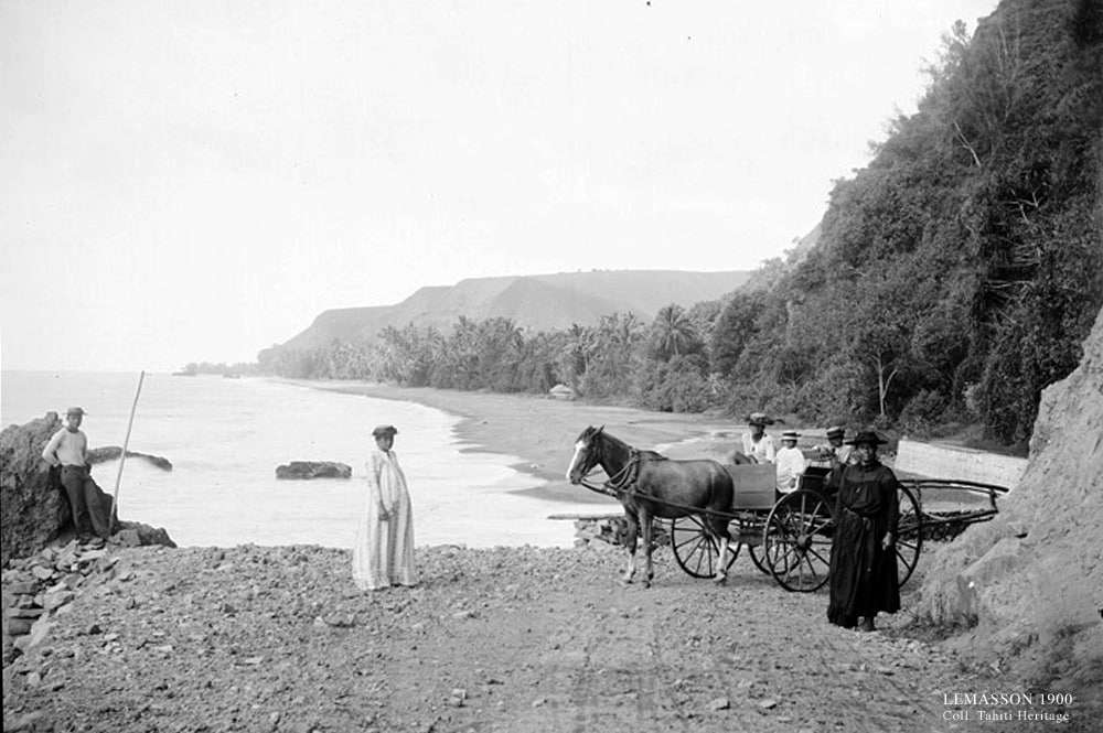 La plage de Papenoo vue de la pointe Tapahi à Mahina vers 1900. Photo Lemasson.