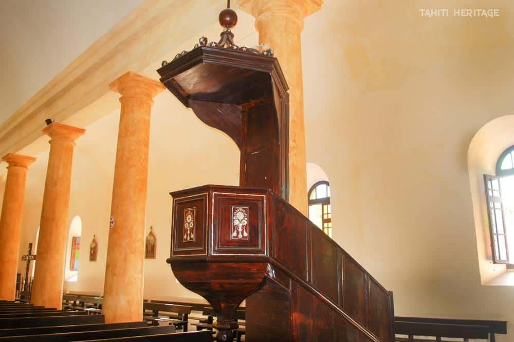 Chaire de la cathédrale Saint-Michel. Mangareva Gambier © Tahiti Heritage