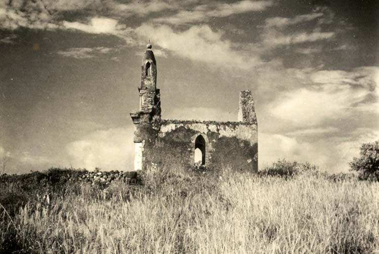 Mausolée du Roi Maputeoa, en 1934. Mangarevan expedition