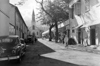 Rue Jeanne d'Arc à Papeete. Photo Whites Aviation