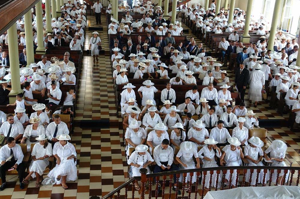 Culte dominical au temple protestant de Paofai
