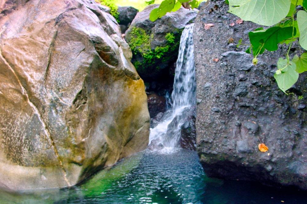 Vasque de la Vaitapaa, Farehape, vallée de Papenoo