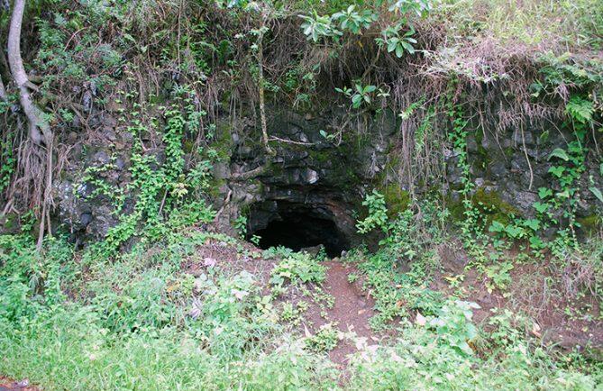 Grotte du belvédère de Pirae