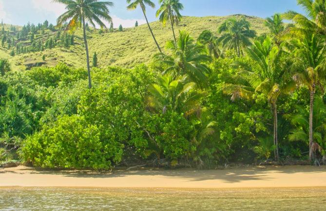 Plage Onemea à Taravai, Gambier. © Tahiti Heritage