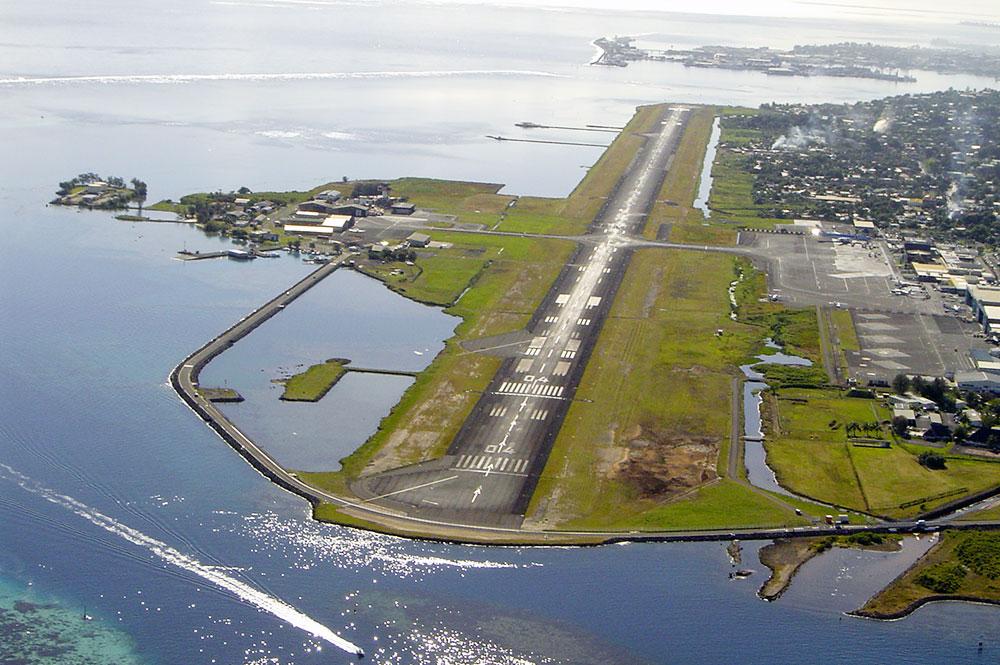 L'aéroport de Tahiti Faa'a en 2004. Photo Tahiti Heritage