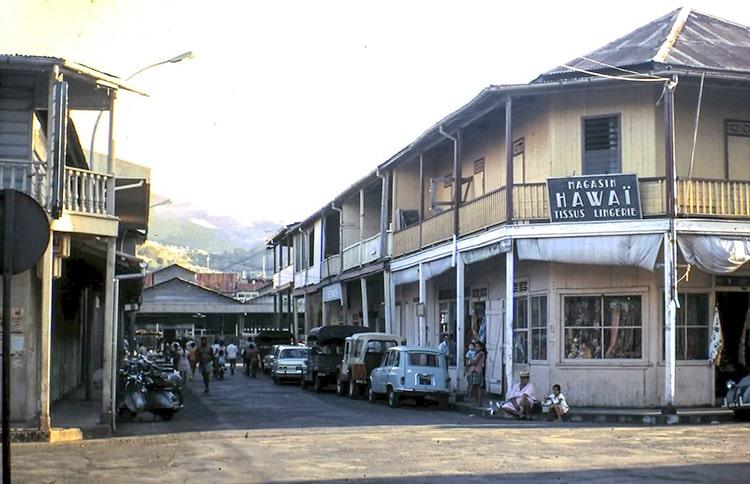 Rue du marché à Papeete en 1960