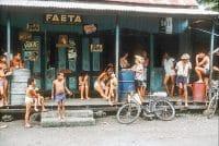 Magasin à Papeete en 1960, par Burn Glinn
