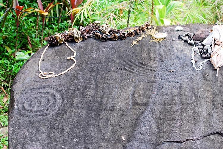 Météorite de Pere, Opurei a Pere. Farehape, vallée de la Papenoo © Tahiti Heritage