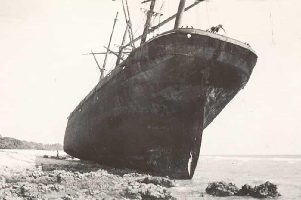 Epave du County of Roxburgh, Takaroa 1938. Photo Rudeen Allred