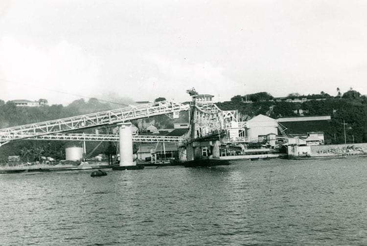 Installation portuaire de Makatea. Photo Francine Gall