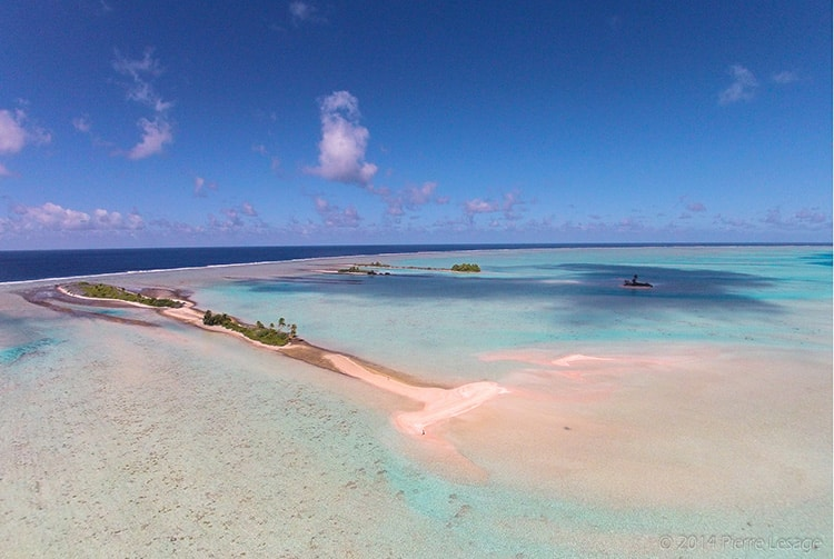 Sable rose de Fakarava, Tuamotu. Photo Pierre Lesage