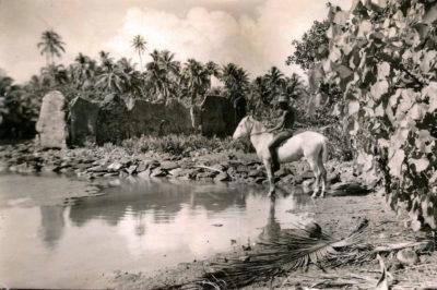 Marae Manunu, à Maeva, Huahine en 1940. Photo Norman