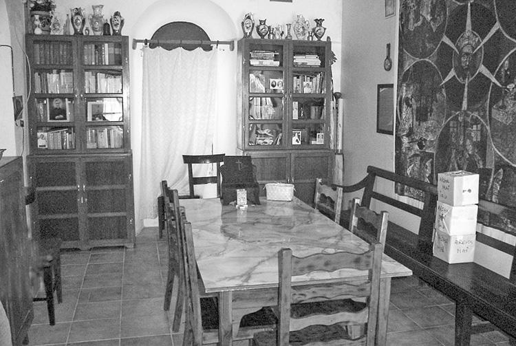 L'intérieur de l'évêché de Rikitea (Gambier) dans les années 1980.